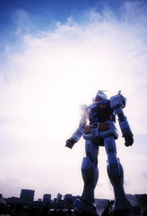 16225 : Gundam stand on the earth (sakura_chihaya+) Tags: photoshop tokyo explorer  gr daiba gundam   summervacation2009 lightroom24   vsblackeyes