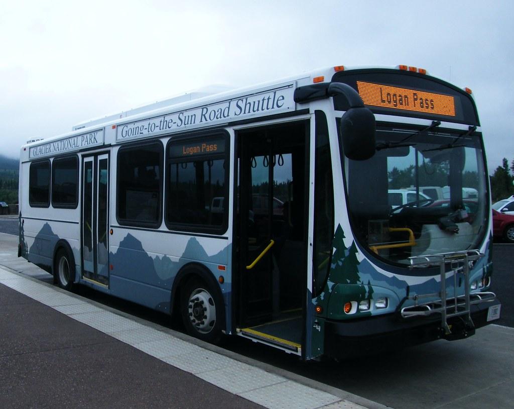 shuttle bus (Glacier park)