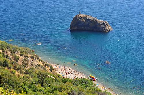 Пляж Яшмовый и скала Святого Явления