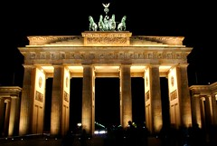 Brandenburger tor (Just a guy who likes to take pictures) Tags: travel light people west color colour berlin lamp architecture night germany dark deutschland photography lights noche europa europe fotografie photographie nacht colorphotography east alemania after neo lamps moment tor brandenburger dunkel architectuur duitsland donker lampen berlijn architexture kleur colourphotography achitektur kleurenfotografie clasissm