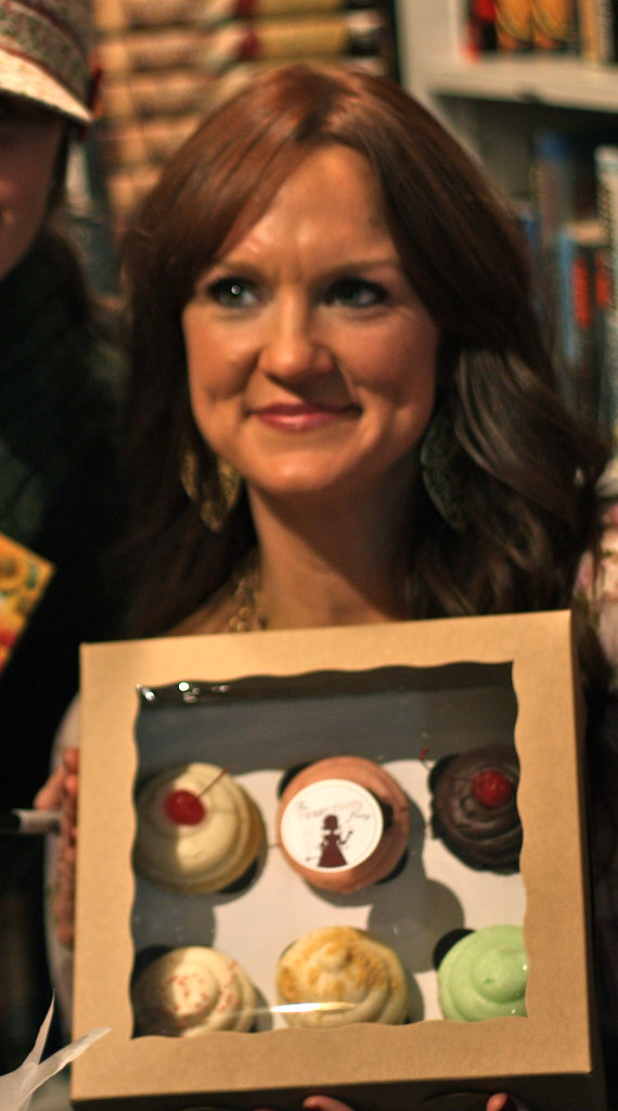 The Pioneer Woman at her SLC book signing w/ The Sweet Tooth Fairy Cupcakes