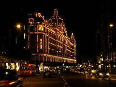 SALE  @ Harrods,London (-RejiK) Tags: lighting street bus london cars buses canon mall lights evening nightshot streetlights sale decoration january headlights harrods knightsbridge departmentstore nightwalk upmarket january10 londonbuses londonshopping g9 newyeardecorations londonvisitjan10 upmarketshopping
