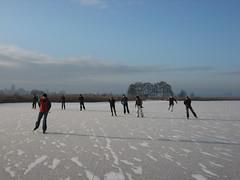 Schaatsen in Waterland-18 (b*art) Tags: winter waterland schaatsen natuurijs schaatstocht schaatsenwaterlandwinter2009 schaatstoer