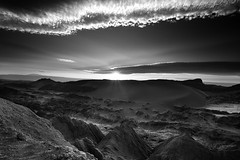 Valle de la Luna (b&w) - Chile (Aur from Paris) Tags: chile longexposure travel sunset sky blackandwhite bw mountain southamerica skyline landscape chili desert noiretblanc wilde altitude atacama valledelaluna desierto altiplano sanpedrodeatacama canoneos5d coolshot aur iiregion antafagosta
