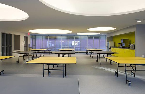 The cafeteria. Note the large, circular lights. Youll see the circle motif again. (Courtesy www.freelandarch.com)