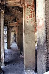Angkor Wat interior Painted Columns - 9412 vSP