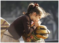 0004-Soborno confidente (Eduardo Arias Rbanos) Tags: children nikon secret nios galicia galiza camel d100 candids secreto camello preteen confidence reyesmagos robados confidencia eduardoarias eduardoariasrbanos