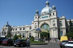 Fotografia da estação central de comboios em Lviv