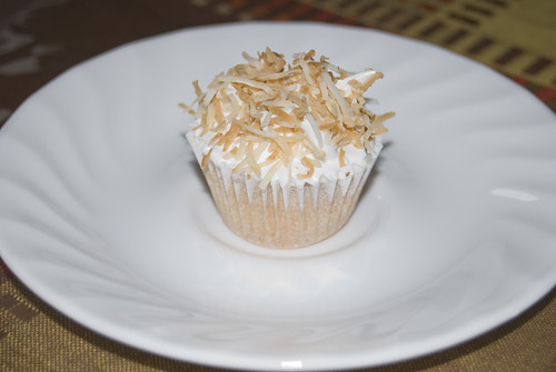 Coconut minicupcakes with meringue frosting - Happy HomeMade Cupcakes