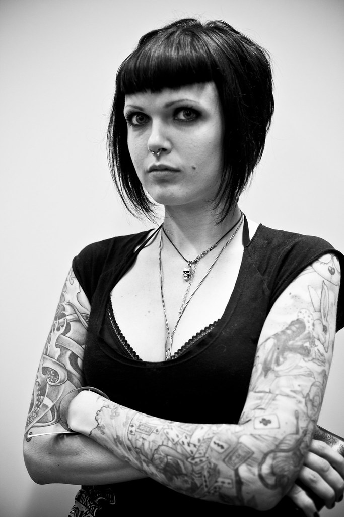 The world 39 s best photos of ink and tatoueuse flickr hive for Salon piercing paris