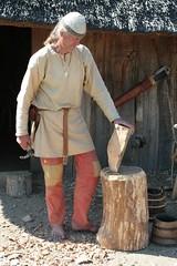 Reinhard Erichsen bei Holzarbeiten im Wikinger Museum Haithabu - Museumsfreifläche Wikinger Museum Haithabu 05-08-2009