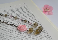 Pormenor C836 (BijouxKa) Tags: pink winter flower cute fall glass fashion vintage silver grey book necklace beads sweet handmade antique rosa bijuteria short trendy inverno colar cinza outono beaded jewlry bijouxka