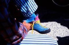 19870500 Frankreich Verdon Klettern Vorbereitung (5) (j.ardin) Tags: france frankreich grandcanyon climbing limestone provence verdon escalade südfrankreich klettern kalkstein grandcanyonduverdon kletterschuhe verdonschlucht escaladederocher