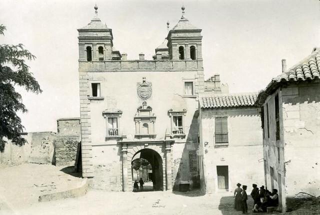 Puerta del Cambrón en junio de 1905. Fotógrafo anónimo. Colección Luis Alba. Ayuntamiento de Toledo