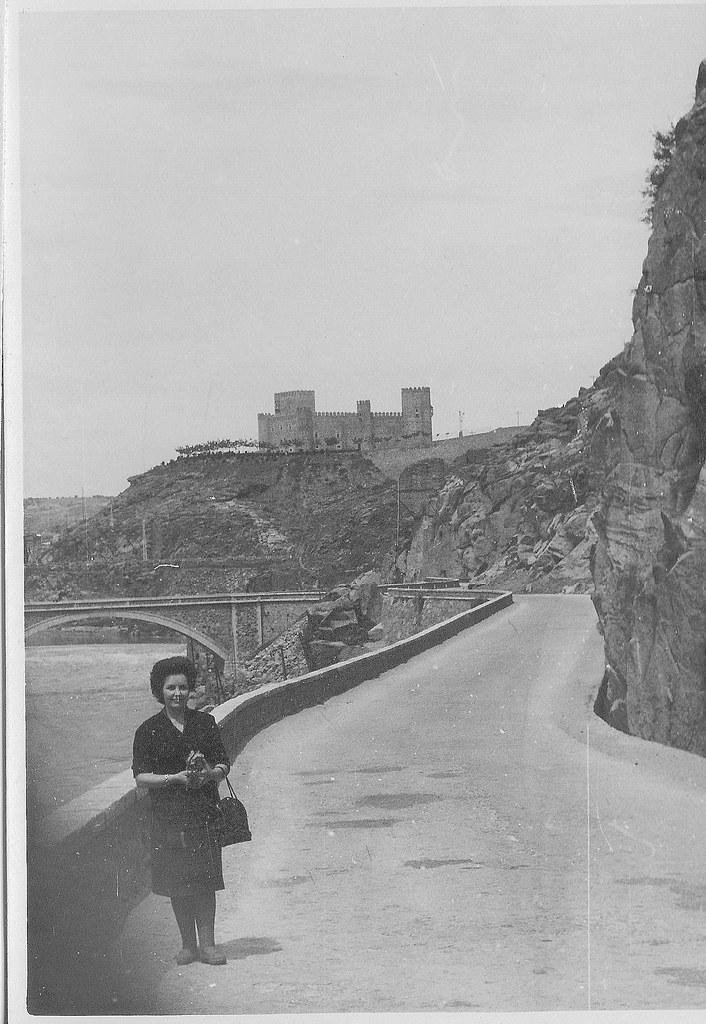 Carretera del valle y Castillo de San Servando en Mayo de 1962. Fotografía de Eduardo Butragueño Bueno