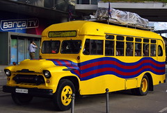 L'autocar blaugrana (SBA73) Tags: barcelona bus chevrolet yellow football stadium soccer catalonia amarillo chevy catalunya futbol autobus campnou bara fcbarcelona noucamp groc autocar katalonien catalogne blaugrana top20colorpix estadi culs aplusphoto colourartaward museudelbara culerada