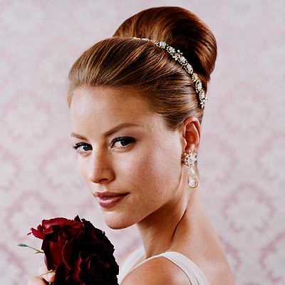 Wedding Hairstyles  Flowers on Bridal Hairstyles With Flowers   Holly Bolly Hair Fashion