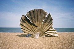Seashell sculpture, Aldeburgh (dark_dave25) Tags: sculpture beach olympus britten seashell xa aldeburgh reala drowned