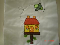 casinha de passarinho... (Renata ...) Tags: casa passarinho pássaro abelha patch patchwork casinha trilho casadepassarinho trilhodemesa