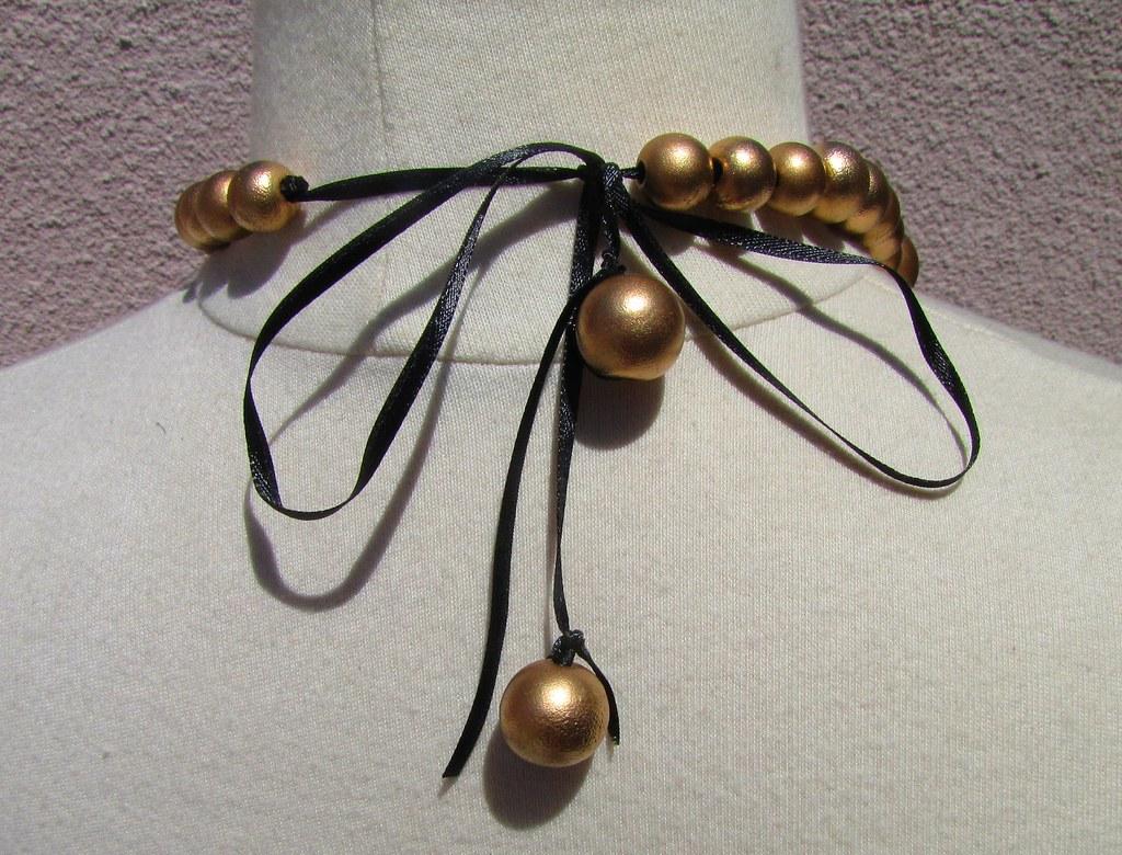 gold baubles necklace