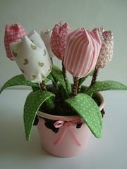 Vaso com tulipas em tecido (Lulubeka) Tags: flores de tulipa tecido kanzashi vasinhos superziper