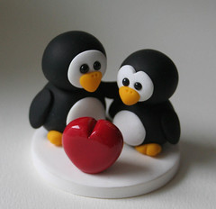 Romantic Penguins (fliepsiebieps1) Tags: red white black cute love penguin penguins heart sweet handmade polymerclay fimo kawaii figurine fliepsiebieps