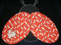 batinha de joaninha (by Pathy) Tags: colors quilt ladybug tshirts patchwork joaninha bordados algodão appliqué aplicação customizada customização patchcolagem bordadosamão aplicaçãodetecido camisetascomaplicação tecidosestampados aplicaçãoemcamisetas customizaçãodebatinhas camisetascomaplicações babylookscomaplicações customizaçãodecamisetas camisetascustomisadas batinhascustomisadas bypathy