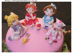Baby Strawberry Shortcake & Friends Cake Topper (Dragonfly Doces) Tags: baby cake angel cat strawberry pasta blueberry americana beb bolo muffin gatinho shortcake gumpaste moranguinho uvinha amoralinda