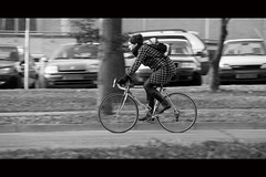 Facing the Sun (Hans van Reenen) Tags: winter bw bicycle nijmegen cyclist fav50 nederland thenetherlands panning underway fietser fav40 s5pro 20090126