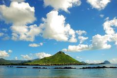 [maurice] III ([osto]) Tags: montagne nuvole mare maurice cielo mauritius oceano osto