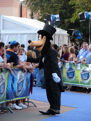 Goofy works the carpet. Photo by Mark Goldhaber.