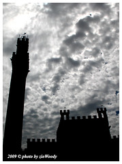 Palazzo Comunale, Siena (zioWoody) Tags: tower clouds nuvole torre siena palazzo controluce mangia palazzocomunale palazzopubblico torredelmangia