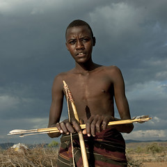 Pokot young warrior, with bow and arrows for hunt - Kenya (Eric Lafforgue) Tags: africa boy portrait people face kenya arc culture tribal human tribes arrows afrika tradition tribe ethnic ark kenia hunt tribo gens visage chasse afrique ethnology tribu eastafrica rift fleches pokot qunia 7416 lafforgue ethnie  qunia    kea   pokhot froka  humainpersonne a
