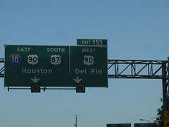 Texas highway signs in Clearview font