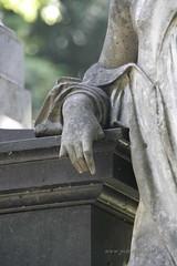 Stuttgart (petrastarosky) Tags: friedhof cemetery angel hand stuttgart engel schmerz trauer badenwrttemberg pragfriedhof verlust grabskulptur