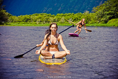(SARA LEE) Tags: girls fall girl yoga river hawaii awesome smooth paddle calm bikini valley zen bigisland sup waipio nalu waipiovalley kelseyc stephanieb sarahlee hypr legothenego standuppaddle vivantvie enjoliqueh