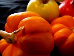 (mexicois) Tags: halloween apple frutas fruit pumpkin manzana fruta granada calabaza pomme nochedebrujas