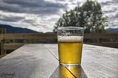 Un momento para m...... (Leonorgb) Tags: canon madera cerveza mesa vaso libana cabaes albergueelhayal