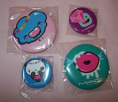 mac quite cute badges