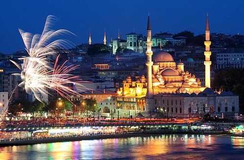 İstanbul Night by Sinan Doğan