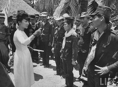 7-1962 Mrs. Dinh Nhu Ngo with troops in Tan Hung par VIETNAM History in Pictures (1962-1963)