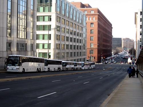 Buses along H ST NE