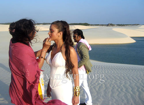 Aishwarya Rai having on location makeup for Endhiran