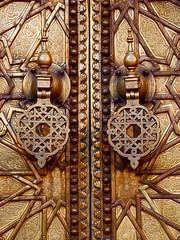 Porta di Fes (bttvirginia) Tags: africa trip travel holiday islam porta marocco maghreb medina viaggio souq vacanze fes spezie moschea palazzoreale henn moroccans concerie marocchini mohammedvi maghrebini