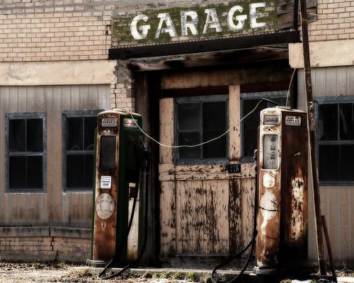 Scipio Garage Sinclair gas tanks 2 8z10
