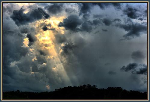 IMGP2212 Storm Cloud sun rays HDR