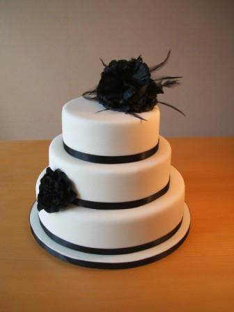Black & White Wedding Cake por Its all about the cake.