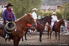 Team Penning 17 (Javier Melero Sebastián) Tags: light sunset horses people horse naturaleza brown man color tree verde nature animal animals azul clouds rural canon landscape caballo cheval atardecer caballos eos spain cowboy huesca farm country feria competition paisaje pony western campo animales cowgirl jinete cavallo cavalo vacas cavall potro vaquero penning yegua graus aragón equino galope teampenning abigfave cattlepenning aragn aeetw
