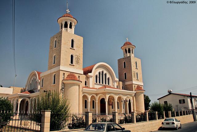 Ναός Αγίου Γεωργίου , Πύλα