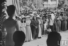 7-1962 Mrs. Dinh Nhu Ngo, Vietnams's First Lady, at Phuoc Nguon. par VIETNAM History in Pictures (1962-1963)